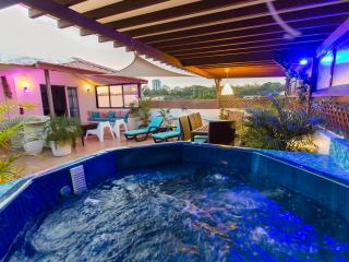 Party Penthouse 14Pax ocean view & jacuzzi - Santo Domingo vacation rentals