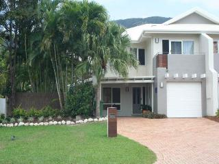 4 bedroom House with A/C in Palm Cove - Palm Cove vacation rentals