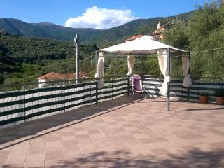 Nice Townhouse with Deck and Internet Access - Diano San Pietro vacation rentals