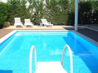 A lovely Modern Villa with Pool. Golf, Sleeps 6 - Palmela vacation rentals