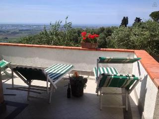 Dimora in collina con vista mare e lago - Massarosa vacation rentals