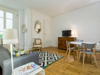 Nice Condo with Internet Access and Television - Lyon vacation rentals