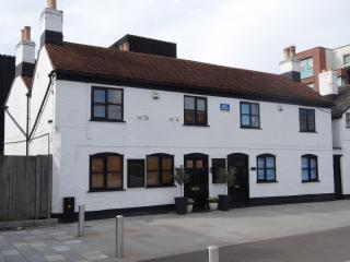 1 Albion Cottage Gloucester Docks - Gloucester vacation rentals