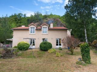 "CHAMBRES D'HOTES ""LOUVIGNAU"" FRAMBOISE - Vals-pres-le-Puy vacation rentals"