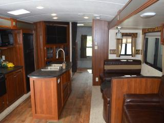 Outdoor Oasis : 2015 Premier Trailer w/ Hookups - Moab vacation rentals