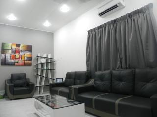 Comfortable House with Internet Access and A/C in Melaka - Melaka vacation rentals