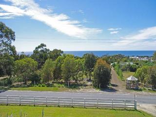 Harvey Farm Lodge, Bicheno, Tasmania - Bicheno vacation rentals