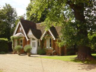 Victorian Lodge, Crimp Hill, Old Windsor,Berkshire - Old Windsor vacation rentals