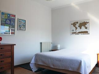 Room near Oporto and the beach, with swimming pool - Vila Nova de Gaia vacation rentals