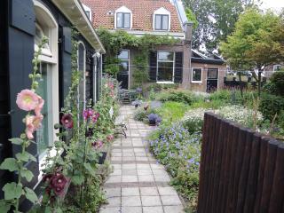 Romantic quiet Garden house near Centre Amsterdam - Amsterdam vacation rentals