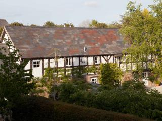 Cider Barn at Burghill Manor Hot Tub, Sauna & Pool - Hereford vacation rentals