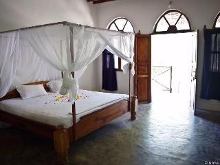 Nice 3 bedroom Kiwengwa Bungalow with Safe - Kiwengwa vacation rentals