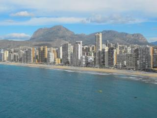Perfect Condo with A/C and Shared Outdoor Pool - Benidorm vacation rentals