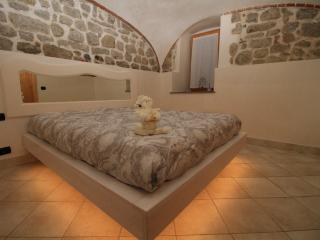 Nice Townhouse with Central Heating and Mountain Views - Roncola vacation rentals
