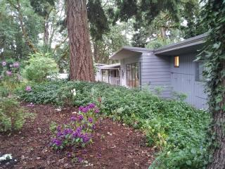 Oak Grove Cottage in Wine Country - Salem vacation rentals