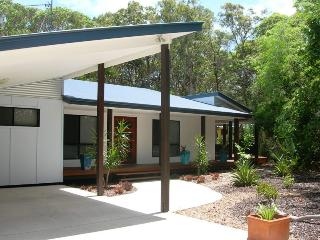 Comfortable 3 bedroom Rainbow Beach House with A/C - Rainbow Beach vacation rentals