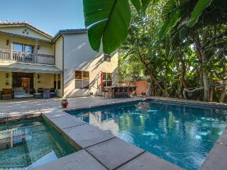Gorgeous house near restaurants & studios w/ pool & hot tub - North Hollywood vacation rentals