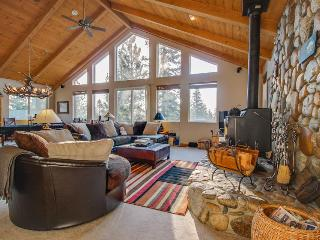 Wonderful grand mountain lodge with hot tub & game room - make family memories! - Mammoth Lakes vacation rentals
