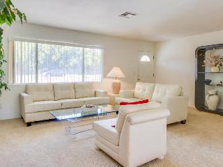 Bright and nicely furnished getaway, just blocks from El Paseo Drive - Palm Desert vacation rentals
