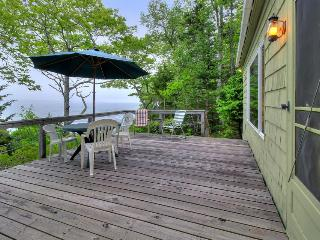 Cozy oceanfront cottage with dramatic views of the Atlantic - South Bristol vacation rentals