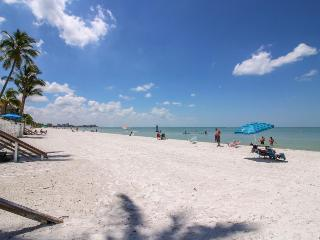 Sunny home w/two decks & beach toys across the street from the beach! - Fort Myers Beach vacation rentals
