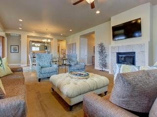 Gorgeous home for 11 w/ shared pool and hot tub - Santa Clara vacation rentals