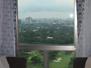 Centrally Located with an Incredible View at BGC! - Taguig City vacation rentals