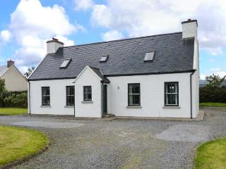 CARRIG MOR, detached cottage near coast and amenities, open fire, garden, in Waterville, Ref 913966 - Waterville vacation rentals