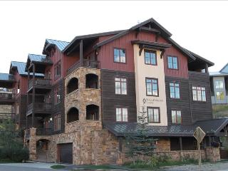 Perfect 2 BR Black Diamond Lodge unit, sleeps 6, hot tub!  Across street from slopes! - Crested Butte vacation rentals