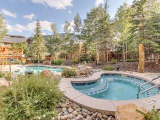 Warm and welcoming condo with access to shared pools, hot tubs, and saunas - Copper Mountain vacation rentals