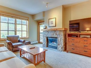Warm and welcoming condo - Access to shared pool and hot tubs! - Copper Mountain vacation rentals