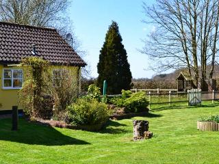 FAITH COTTAGE, character holiday cottage, with a garden in Felsham, Ref 1934 - Felsham vacation rentals