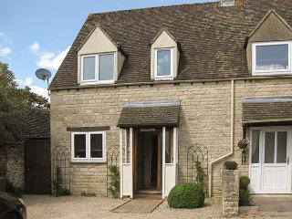 HOUR COTTAGE, Cotswold stone cottage, woodburner, WiFi, off road parking, in Stow-on-the-Wold, Ref 912836 - Stow-on-the-Wold vacation rentals