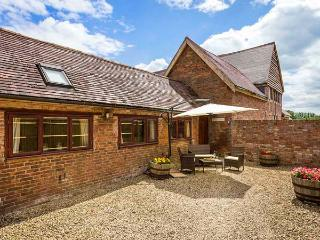 THE COW PEN, romantic, luxury holiday cottage, with a garden in - Stratford-upon-Avon vacation rentals