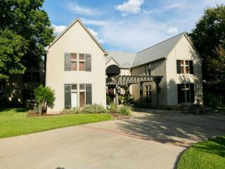 Executive Formula 1/SWXS/Family Reunions Chateu - Georgetown vacation rentals