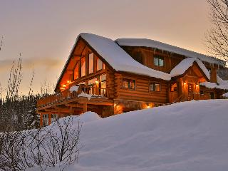 Spectacular views, hot tub, fire pit, 1.5 miles to skiing! - The Valley Vista - Steamboat Springs vacation rentals