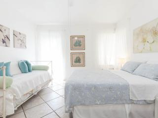 Two bedroom/one bathroom up to 5 guest in the heart of Miami Beach/South Beach - Miami Beach vacation rentals