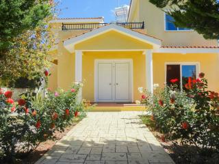 3 bedroom villa with private swimming pool - Peyia vacation rentals