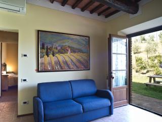 Podere Campaini appartamento Narciso - Volterra vacation rentals