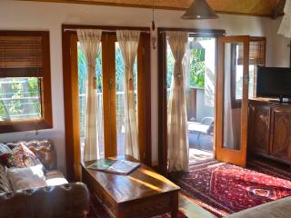 Romantic 1 bedroom Guest house in Yamba with Deck - Yamba vacation rentals