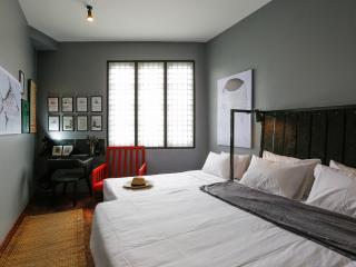 Family room for 3 near The Grand Palace - Bangkok vacation rentals