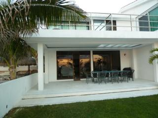 Nice Villa with Deck and Internet Access - Cancun vacation rentals