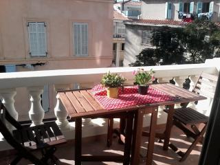 Bright Marseille Studio rental with Internet Access - Marseille vacation rentals