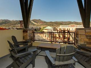 2BR/2BA Newpark Condo with Panoramic Views and Hot Tub,  Sleeps 6 - Park City vacation rentals