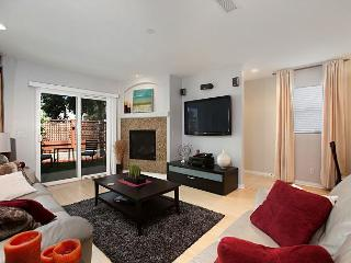 3BR/3.5BA Rental with Rooftop Patio, Walk to Bay, Beach, and Crystal Pier - San Diego vacation rentals