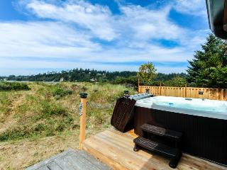 On Alsea Bay with bridge views, hot tub, dog friendly. - Waldport vacation rentals