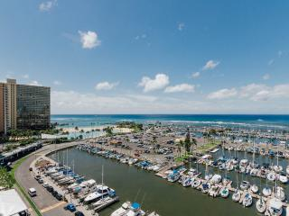 ilikai Marina - Absolutely Oceanfront-Wow-$220 - Honolulu vacation rentals