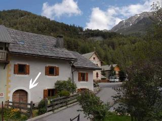 Lovely Condo with Internet Access and Television - Briançon vacation rentals