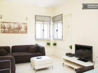 Jerusalem Rechavia 3 Bedroom Updated Modern Apartment - Jerusalem vacation rentals