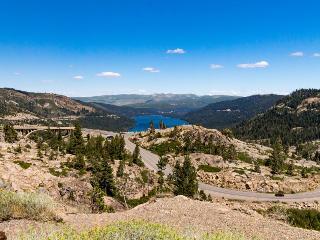 Comfortable getaway, dog-friendly, close to Donner Lake! - Truckee vacation rentals
